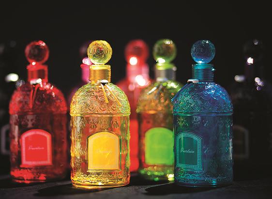 芸術品のような美しさ!ゲランの人気フレグランスを収めた「カラー ビーボトル」がGINZA SIX店に日本初登場!