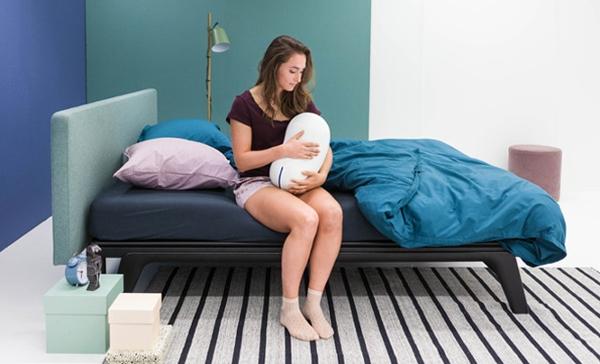 寝つきが悪い人におすすめ♡安眠をサポートしてくれる「ハグ枕ロボット」が優秀…!