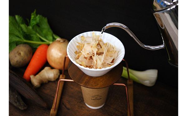 """ハンドドリップで味わう""""だし""""に注目!おうちごはんを充実させる「ON THE UMAMI」が新宿にオープン"""