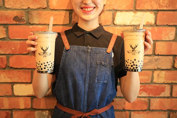 ぜんぶ女の子の好きなもの♡台湾発「ジ アレイ」の新作はいちごソース&黒糖タピオカの入ったミルクティー