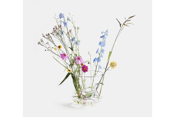 """シンプル・イズ・ベスト♡お花の美しさが際立つ""""消える花瓶""""がスタイリッシュ♩"""