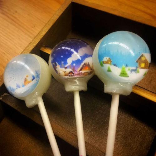 クリスマスギフトにぴったり☆ロリポップに雪景色をつめ込んだ「スノードームキャンディ」が幻想的♡