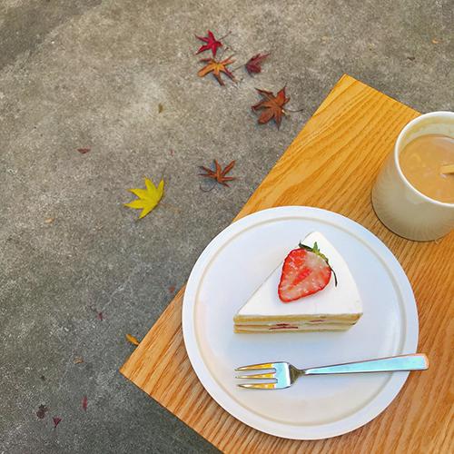 """今食べるべき旬のフルーツ♡見た目も味も""""キュン""""とする、いちごスイーツを見つけるお散歩旅"""