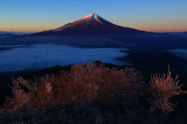 富士山を背景に200個のランタンが空を舞う!富士吉田市で今年ラストのランタン祭り開催♡
