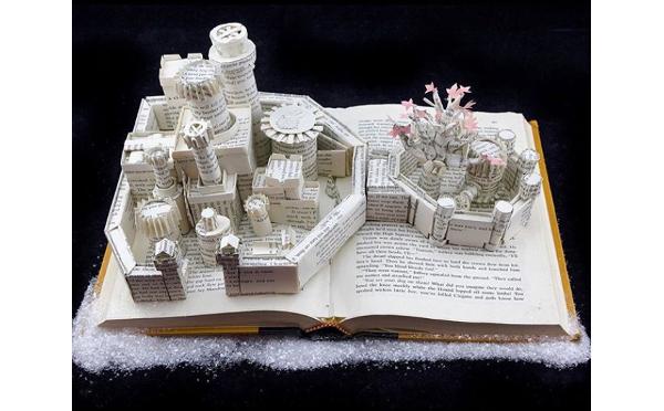 """本が立体アートに!?紙から""""彫刻作品""""を生み出すアーティストのスゴ技に脱帽…!"""