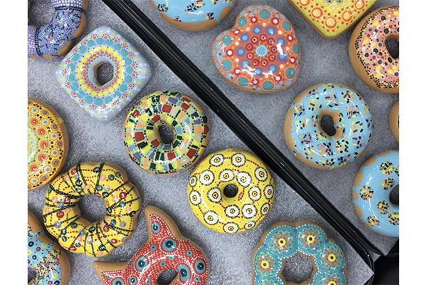 本物そっくり…!インテリアにできちゃう陶器製のドーナツがかわいすぎ♡