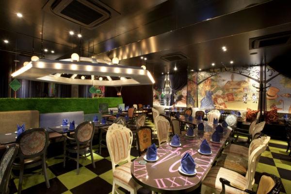 ぜんぶフォトジェニック♡アリスのファンタジーレストランで「いちごフェア」がスタート!
