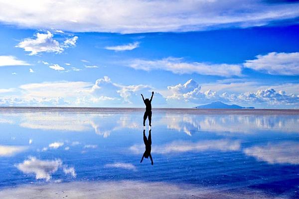 """夢の絶景、ウユニ塩湖へ女子旅♡ 今年は冒険してみたい人に""""ウユニ塩湖モデルプラン""""ご紹介!"""