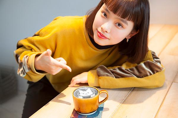【isuta GIRL】インスタで話題のブラックラテって…?デトックス効果もある炭入りのラテを飲んでみた♩