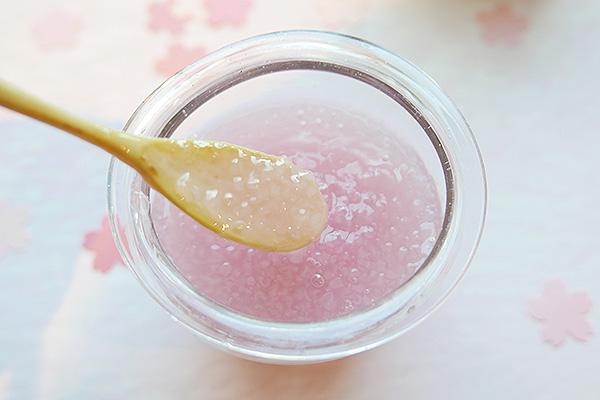 """もちもちの""""さくらもちソース""""が新食感♡ピンクの見た目がかわいいスタバの新作フラペチーノを飲んできたよ♩"""