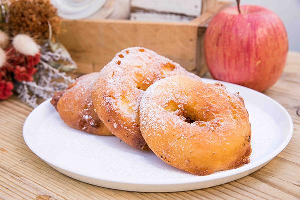 冬のお散歩のお供に…♡輪切りのりんごを揚げた新感覚ホットスイーツ「フライドアップル」を食べてきた♩