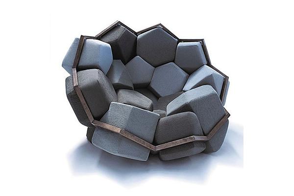 組み立て方は自分次第。幾何学的なデザインが不思議なアームチェア