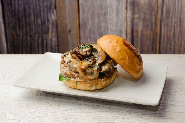 日本初上陸1周年記念「ウマミバーガー青山店」に新作シェイク&日本限定バーガーが登場♩