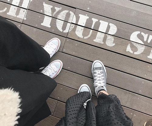 """スニーカーが履きたくなる春。おしゃれさん定番の、ブランド別""""人気スニーカー""""カタログ"""