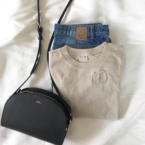 気になる二の腕もカバー♡1000円でGETできる、ユニクロの「クロップドクルーネックTシャツ」が優秀