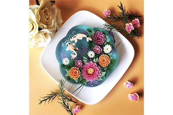 ずーっと見ていたくなるくらいキレイ♡ぷるんとしたゼリーの中にお花を沈めた「ゼリーケーキ」