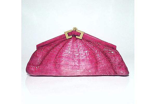 食べられるなんて信じられない!ピンクのレザーバッグを象ったケーキがリアルすぎる