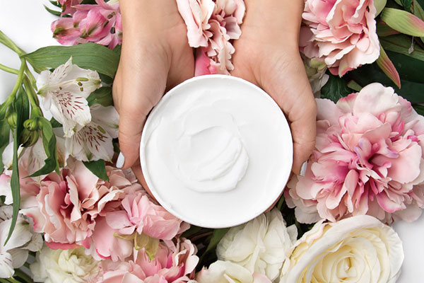 いつまでもキレイでいてほしいママへ♡今年の母の日には自然派コスメLaline限定ギフトがおすすめ!