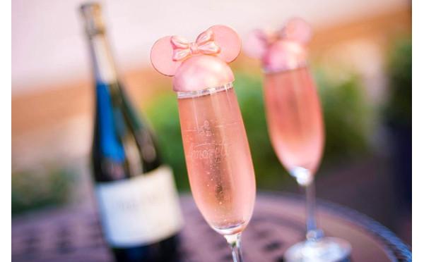 ミニーマウスのキャップが可愛すぎる♡大人ピンクなスパークリングワインが大人気!