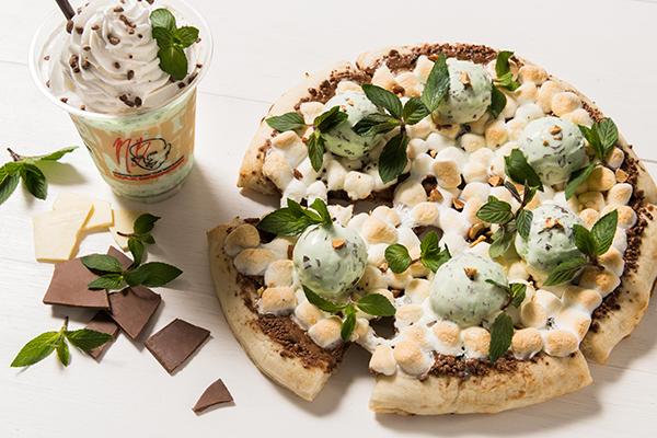 """マックスブレナーの「チョコミントシリーズ」第2弾は""""ピザ""""!セブンで買えるチョコミントアイスも登場♡"""