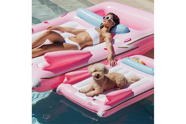今年の夏はペットと一緒にビーチで楽しんじゃお♡ポップなデザインがかわいいフロートをご紹介♩