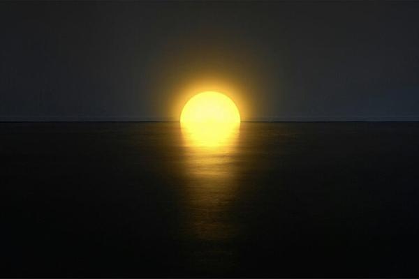 """お部屋の中で夕日が堪能できる、とってもロマンティックな""""サンセットライト""""を発見♩"""