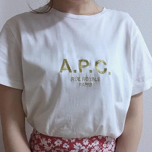 """""""白×ロゴT""""がなんだかんだ1番使える。1枚でおしゃ見え確実な、Tシャツコーデ集"""