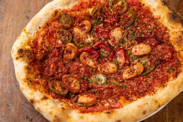ワンコインで本格ピザが食べられるワインバルにムービージェニックな「#夏ピザ」が登場!
