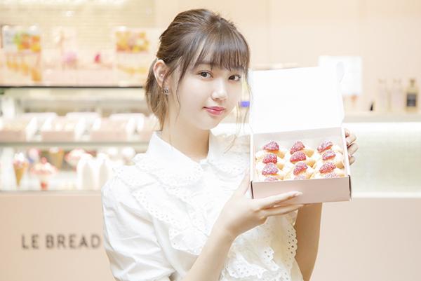 韓国で話題のカフェ「ル・ブレッド・ラボ」に江野沢愛美が潜入。いちごが主役のかわいいオムレットが勢ぞろい♡