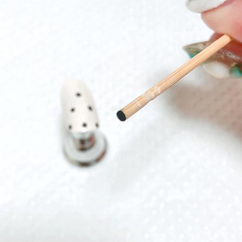 プチプラでもこんなにかわいい♡セルフで簡単にできるドットネイルのやり方をレクチャー