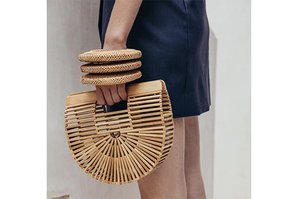 ファッショニスタに大人気。涼し気な竹製の「カルトガイア」のバッグがほしい