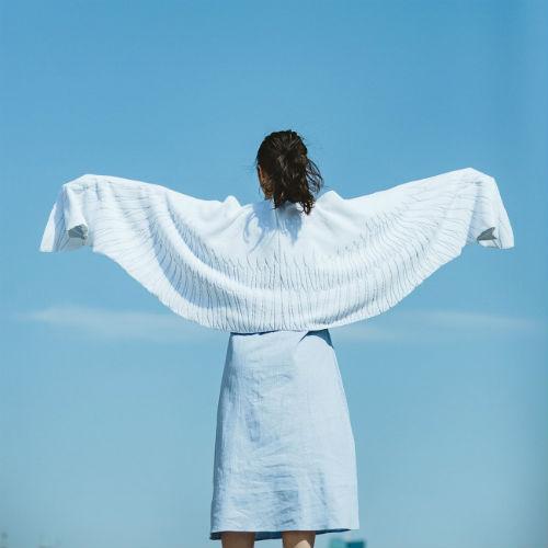 ビーチでフェスで大活躍♩天使の気分になれちゃうフェリシモの「天使の羽タオル」をチェック!