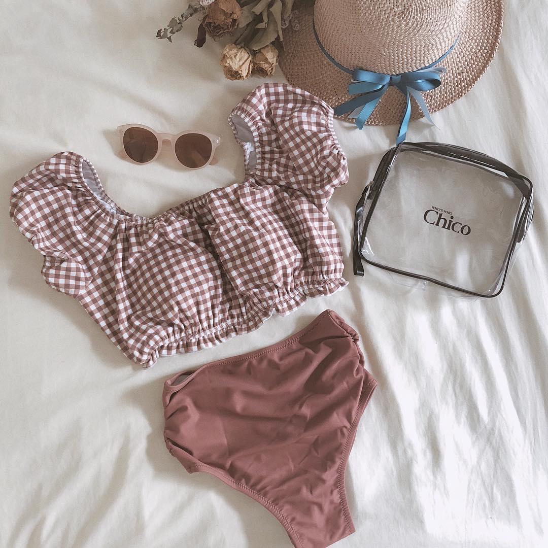 この夏絶対にGETしたい!体型を気にせずかわいく着こなせちゃう「パフスリーブ」の水着が大流行の予感♡