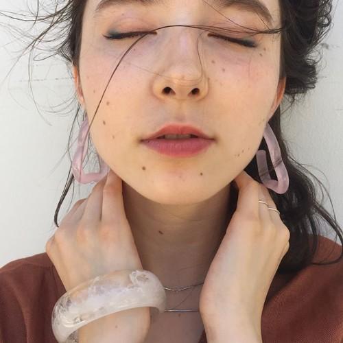 まるで空から降ってきた星屑のよう。アクセサリーブランド『yurika_akutsu』をあなたにこっそり教えます♡