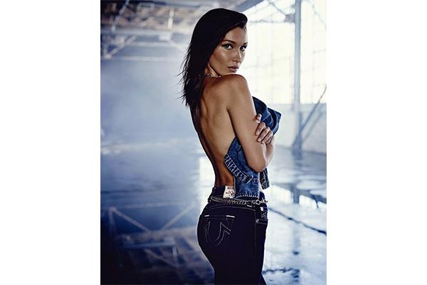 """モデルのベラ・ハディッドとコラボ。クールなムード漂う""""Bella Hadid x True Religion """"のデニムが気になる"""