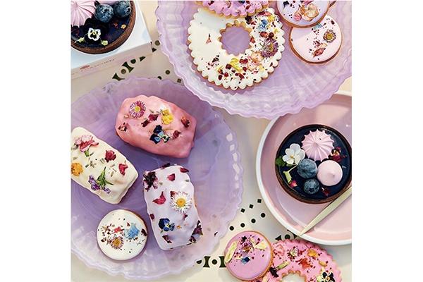 ピンク×お花の王道コンビ。フォトジェすぎるロンドンのパーラーに行ってみたい♡
