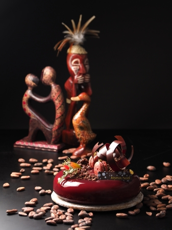 カカオ産地を旅する気分で味わう♩パティスリー&カフェ「デリーモ」の大人のクリスマスケーキ♡