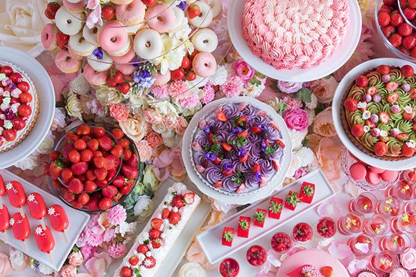 ロマンチックなデザートをお花いっぱいの空間で♡ヒルトン大阪のストロベリーデザートビュッフェがかわいい