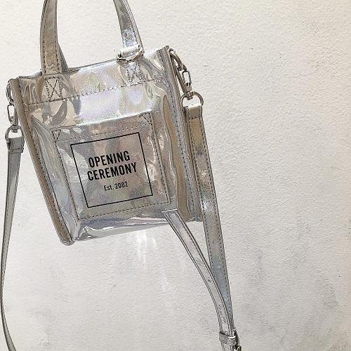 「OPENING CEREMONY」のグリッターミニバッグはミニマム女子におすすめ。2wayなのも嬉しいポイント♡