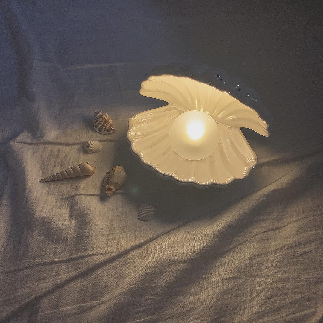 """幻想的すぎる…フランフランの""""シェルランプ""""は夜中の読書にもアクセサリー置きにも活用できる万能アイテムです♡"""