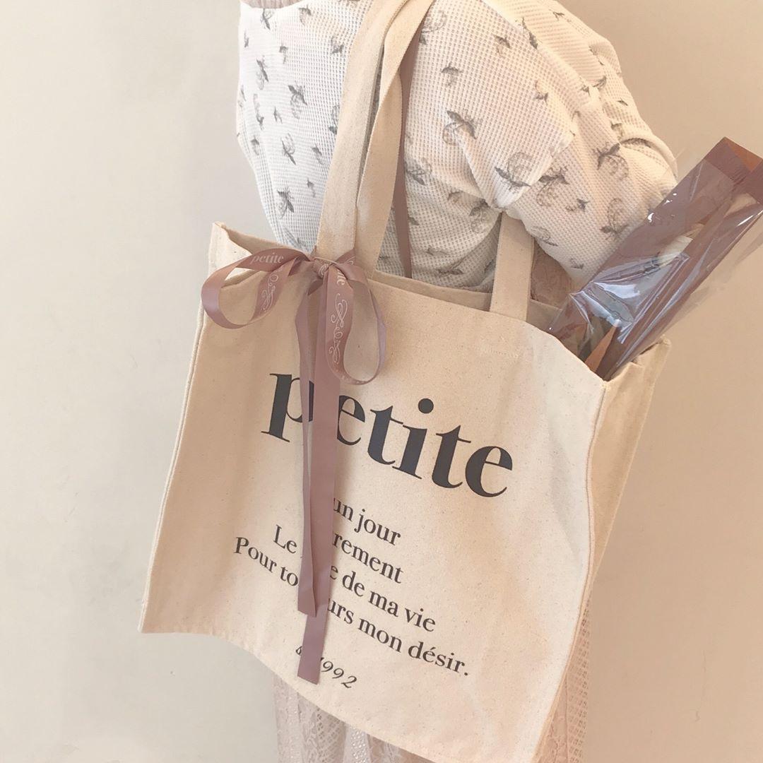 荷物多い人におすすめ!「petite by NICE CLAUP」のトートバッグはマチ付きでたっぷり入る優れものなんです♡