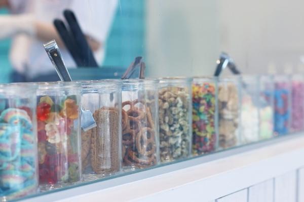 ロールアイスクリームファクトリーが四国初イオンモール徳島に出店!阿波踊りバージョンのシロくんもお目見え♩