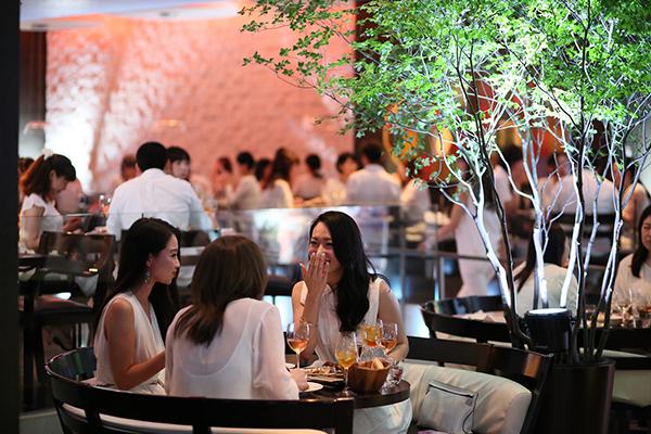 """ドレスコードは""""オールホワイト""""♡グランド ハイアット 東京でサマーナイトイベント「ソワレ ブランシュ」を体験したい"""