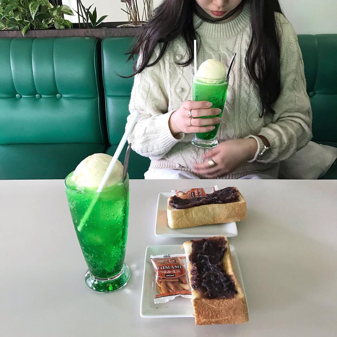 夏になると急に欲するあの緑色のドリンク。しゅわっと爽快♡メロンクリームソーダの季節到来です【喫茶店6選】