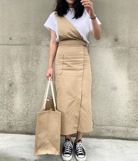 コーデに一癖プラス!GUの「サス付きナローミディスカート」はデザイン、カラーともに100点なんです◎