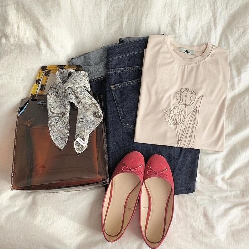 今年はこのTシャツに決めた。シンプルおしゃれな洋服が揃う「Alia」のチューリップ刺繍Tがたまらなくかわいい