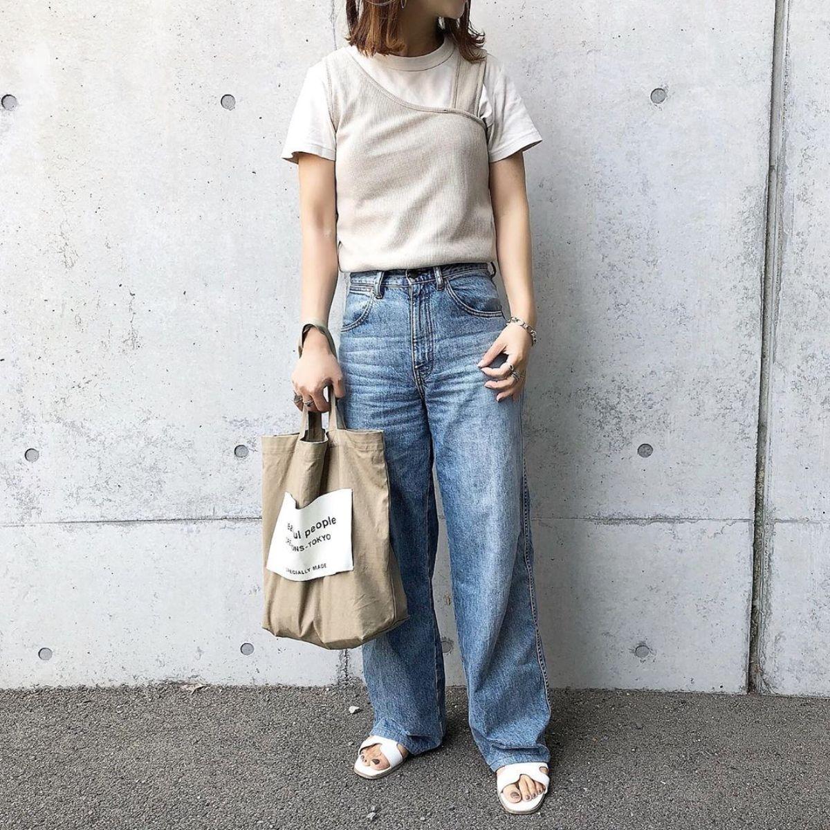 ユニクロで不動の人気!ハイライズワイドストレートジーンズが全色買いしたいくらい使えるんです