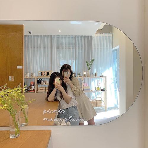 鏡に向かってハイチーズ♡お気に入りのコーデをかわいく撮る方法1・2・3
