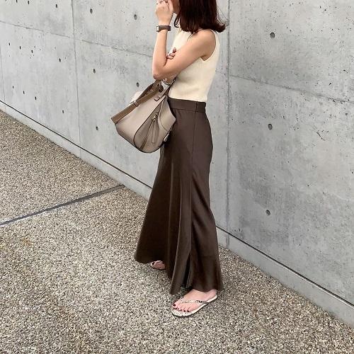 空前の「サテンスカート」ブーム。上品な雰囲気が一瞬でゲットできる「サテンスカート」をブランド別にご紹介