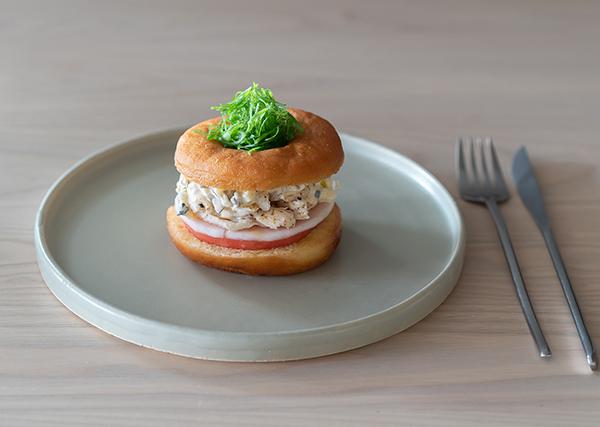 """ドーナツではじまる1日なんてどう?♡「コエ ドーナツ京都」が提案する新たな朝食""""ドーナツサンドイッチ""""に注目"""